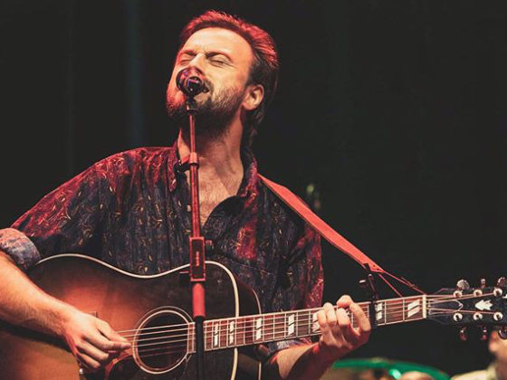 Benjamin Zulueta singing
